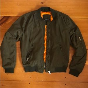 green bomber jacket(alpha industries lookalike)
